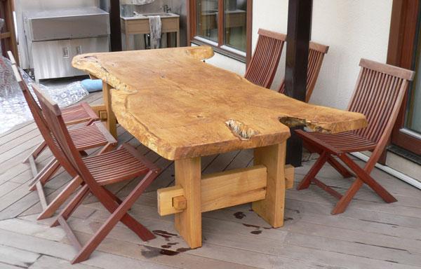 自然木のダイニングテーブル